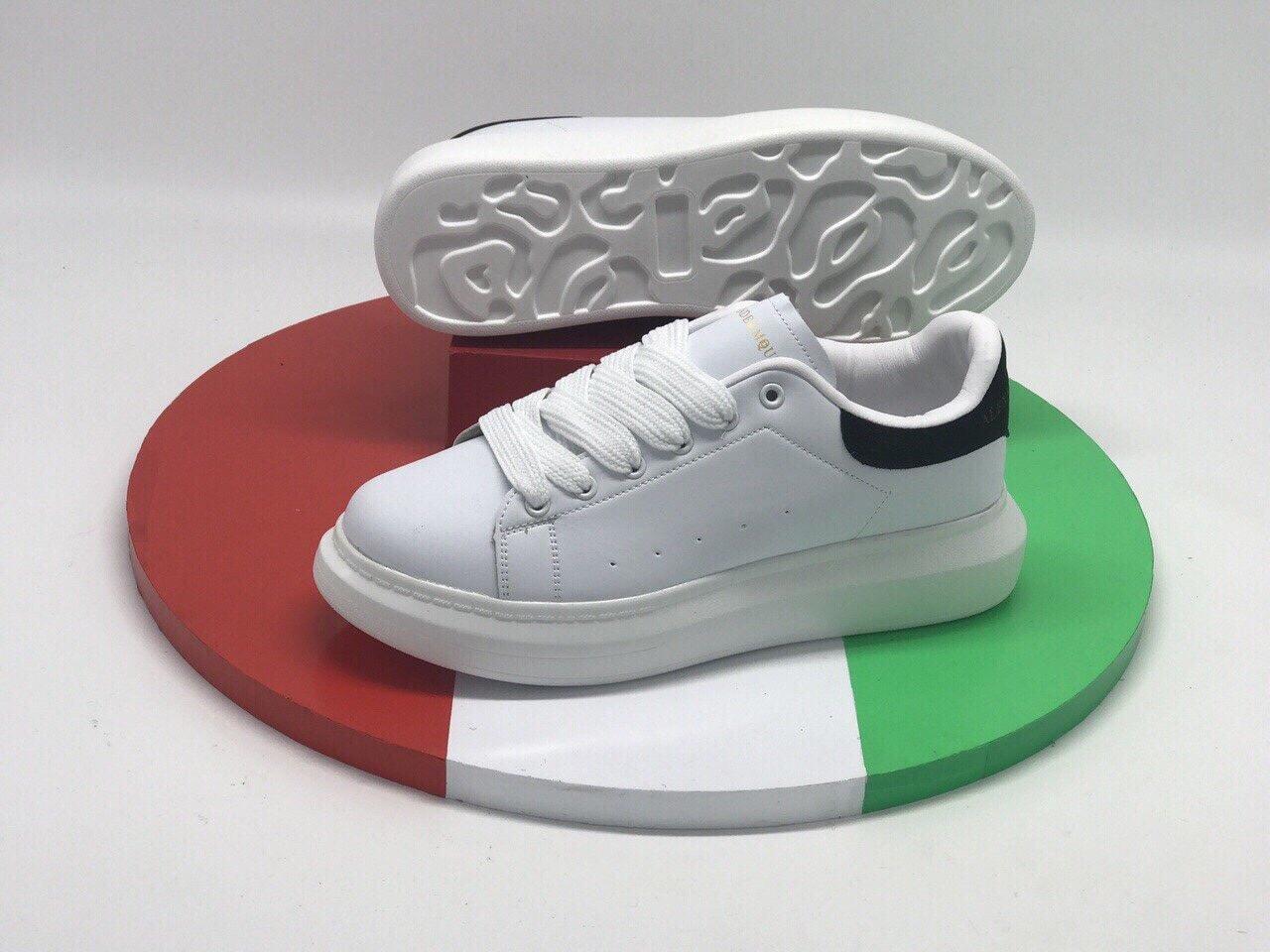 giày thể thao mcqueen đen