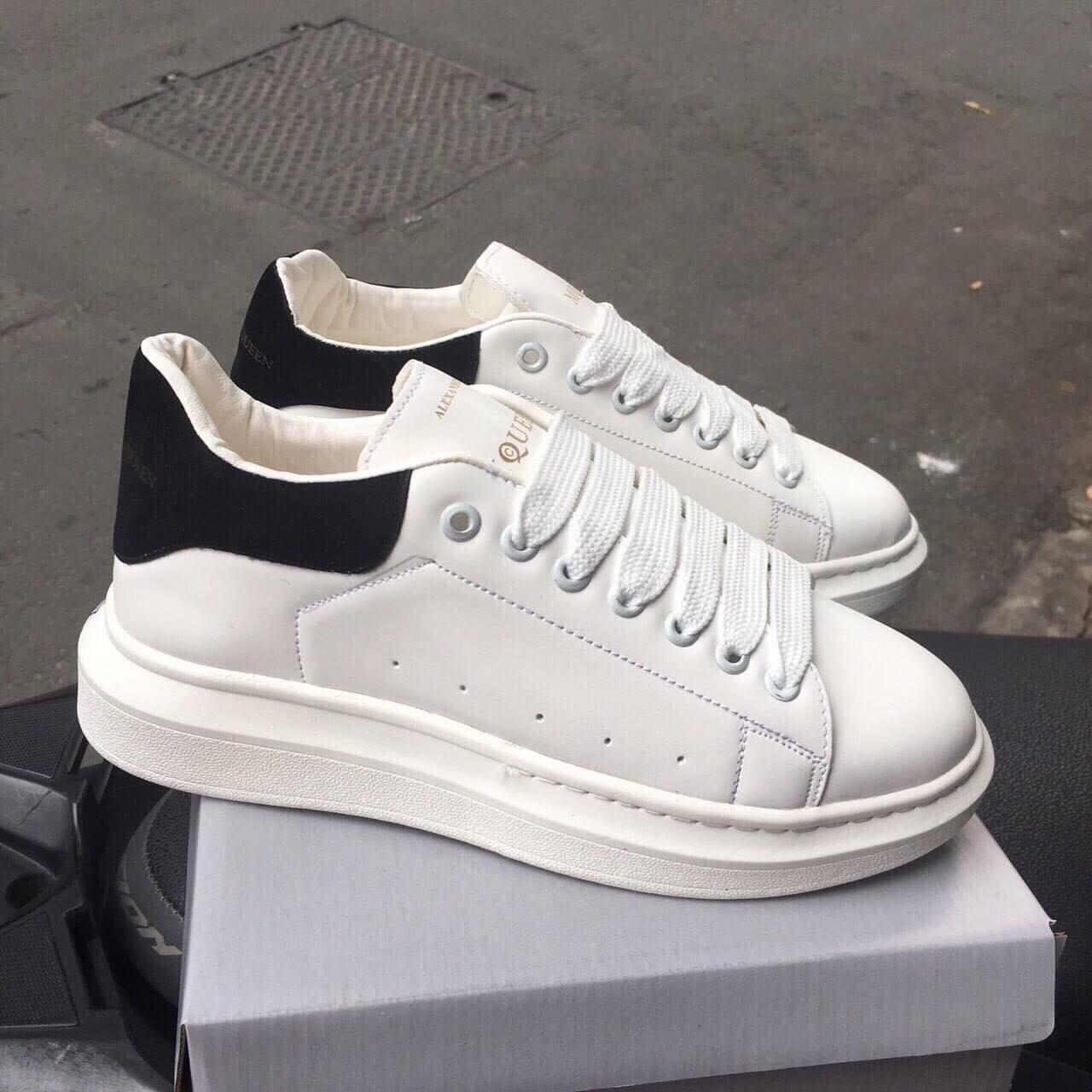 giày mc queen đen trắng